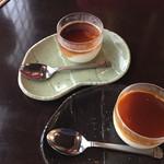 べんべら庵 - まったり杏仁豆腐 各200円 上:黒蜜 下:カラメル