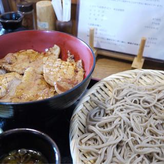 炭焼豚丼 空海 - 料理写真:
