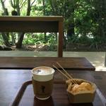 70115661 - カフェスペースでのんびりカフェだが、めっちゃ蚊にくわれるので注意が必要