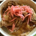 すき家 - 豚丼並 生卵、紅生姜オン!