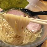 彩色ラーメンきんせい - 冷やし塩ラーメン(750円)麺リフト
