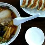 ほとり - 料理写真:醤油ラーメンと餃子1050円