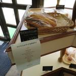 ベーカリーオーモリ - 今はやりのコッペパンのお店ですね。