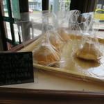 ベーカリーオーモリ - 富士山を模した甘食パン(笑)