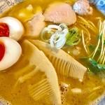 70117675 - 特製鶏そば・本搾りの正油(大盛)【料理】