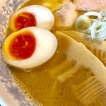 千思萬考 - 綺麗な色の味玉とタケノコの形のメンマ【料理】