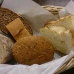 大扇食堂 - パスタランチのパン