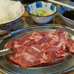 味の羊ヶ丘 - ジンギスカン肩ロース+ライス+ウーロン茶 1330円