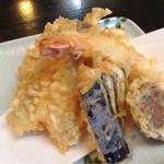 天春 - 天婦羅盛合せ(海老、椎茸、白身魚、茄子、イカかき揚げ)