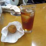 後藤蒲鉾店 - おでんコロッケ70円とウーロンハイ300円