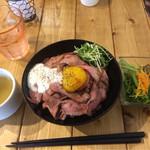 肉バル529 - 並と、セットサラダ