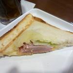 サンマルクカフェ - ホットサンドはオーソドックスでホッとするお味