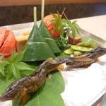 Wagokoro Izumi - こちらから竹のお箸で取り分けます