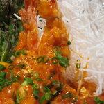 居酒屋 デリィの種 - ぷりっぷりのエビの天ぷらにマイルドな卵チリソースをからめたデリィ自慢の逸品!