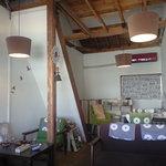 cafe SLOW - ゆっくりできる雰囲気の店内
