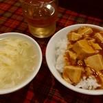 shanhaishukaijinhanten - 2017.7月 麻婆豆腐とスープ、ごはんはお代わり自由です。これがランチについてくるのですが・・・。麻婆豆腐は微妙でした。