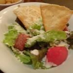 KATZ - *Bセットの「シーザーサラダ」・・揚げトルティーヤが盛られ、シーザードレッシングもいい味わいだそう。