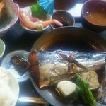 70136157 - 煮魚御膳1,800円(税込)本日は、鰆とのこと。ウチワエビ、海老、鯛等の刺身、あら汁等