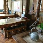 七滝茶屋 - いろり前のテーブル席