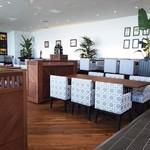 Oriental Beach - 海外のビーチリゾートホテルをイメージした、洗練されたインテリア。個室(4人用・6人用)もあります。貸し切りは50名~。