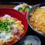 70149601 - 親子丼セット900円(麺大盛り)