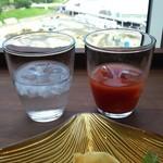 Oriental Beach - ドリンクバーは、コーヒー、フレーバーウォーター、トマトジュース、オレンジジュース等。 左のフレーバーウォーターは、レモン果汁やハーブ等の入った水なので、デトックス効果が期待できそう♪
