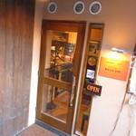 グリルダイニング エラバ - 外観写真:入口ドア