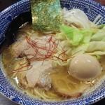 ラーメンくれは - 鶏白湯の名作「極」(900円)+味玉(100円)です。