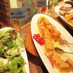 食彩健美 野の葡萄 天神イムズ店 - サラダコーナーに『デトックスパクチーサラダ』を発見。