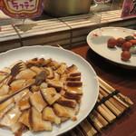 食彩健美 野の葡萄 天神イムズ店 - 『沖縄フェア』開催中で沖縄らしい総菜もありましたよ。