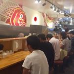 真鯛らーめん 麺魚 - カウンター席
