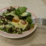 70153551 - 定番のコーンドレッシングサラダ。                       コーンドレッシングが美味しいんです。
