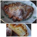 ゴントラン シェリエ - ◆クロワッサンダマンド(280円:内税)・・甘いものは苦手ですが、これは好きなのです。(^^;) クロワッサンにアーモンドクリームなどをかけて焼かれています。