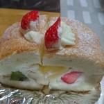 70156250 - フルーツロールケーキ