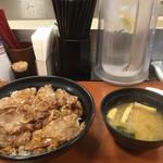 東京チカラめし - 味噌汁が付いてくる