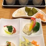 70159257 - 前菜とカレー薬味