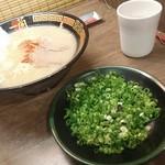 一蘭 - ラーメン+替玉 980円、追加ねぎ 120円