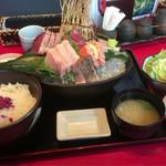 70162124 - おまかせ刺身盛980円※ご飯大盛                       (ご飯・味噌汁・茶碗蒸し・香の物付き)
