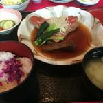 魚料理の店 鮮魚まるふく - 金目鯛煮付け定食980円※ご飯並盛 (ご飯・味噌汁・茶碗蒸し・香の物付き)