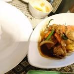 タイ料理サバイ・サバイ - カオスァイとともに