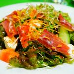 七 - モッツアレラチーズとプロシュートのサラダ