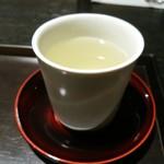 虎屋菓寮 - 温かいお茶は無料
