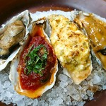 ハングリー - 【焼き牡蠣】左から焦がしバター、トマトソース、自家製タルタル、ミカン味噌