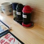 海鮮丼の駅前 - 卓上調味料(刺身醤油、だし醤油、山椒)