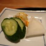 恵比寿 笹岡 - 胡瓜と大根のぬか漬け、キャベツと人参の塩もみアップ