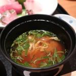 恵比寿 笹岡 - 豆腐、油揚げ、三つ葉の味噌汁アップ