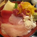 すし屋 銀蔵 - マグロ3色丼