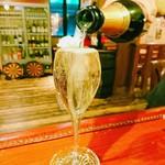 ハングリー - こぼれスパークリングワイン