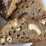 Machinopara - カシューナッツと胡椒のパン