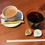 70175132 - セットのドリンク。チャイのホットとアイスコーヒー('17/07/17)